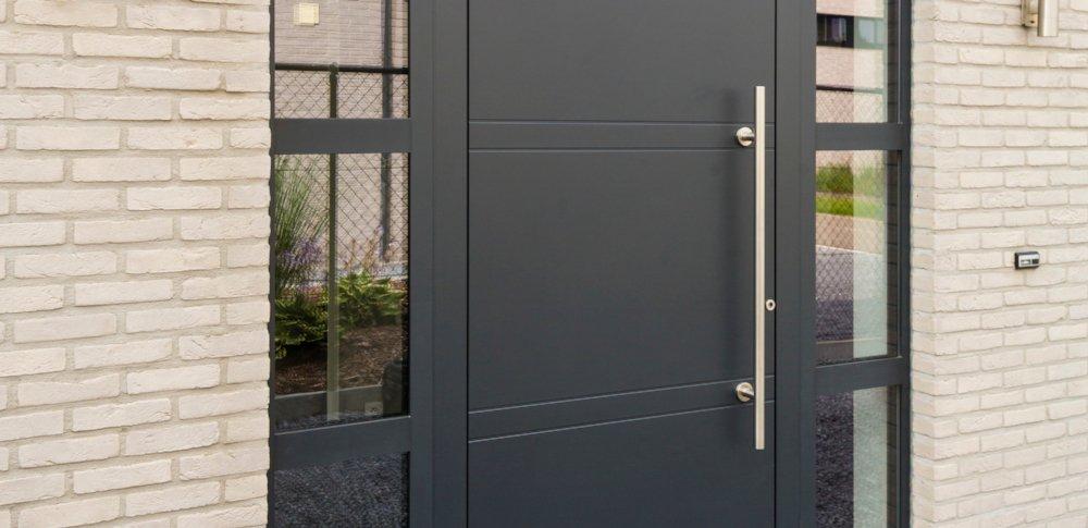 Voordeuren in aluminium, kunststof en hout